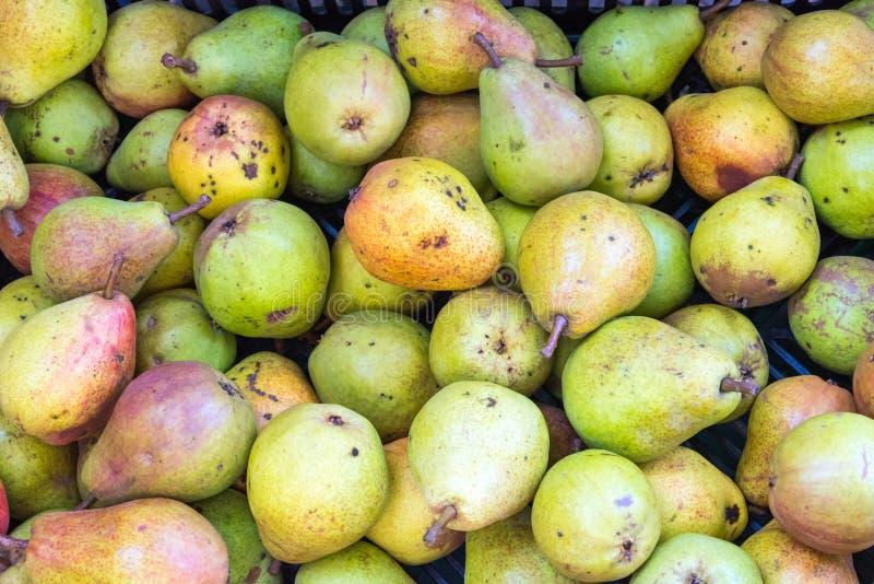 Stapel van rijpe groene peren royalty-vrije stock afbeelding