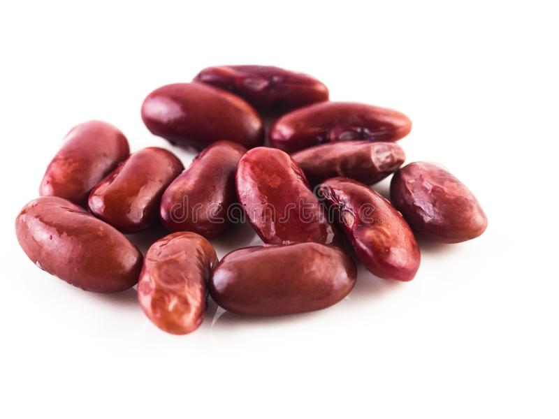 Stapel van rode nierboon, ingeblikte bonen die op witte achtergrond, Rode bonen worden geïsoleerd klaar te eten royalty-vrije stock foto's