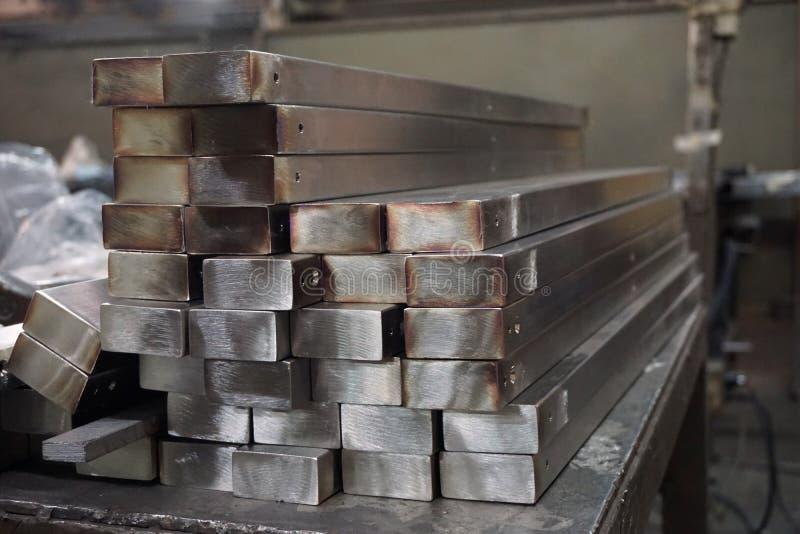 Stapel van roestvrij staal vierkante buis stock afbeelding