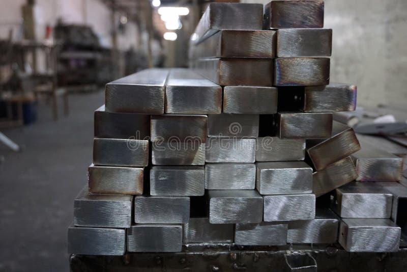 Stapel van roestvrij staal vierkante buis stock afbeeldingen