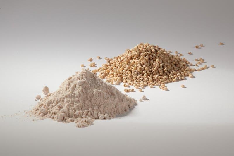 Stapel van sorghum en sorghumbloem stock afbeelding