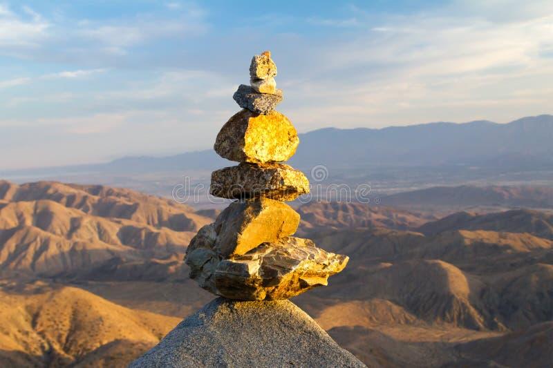 Stapel van Stenen in Woestijnlandschap royalty-vrije stock foto's