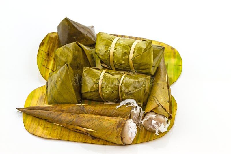 Stapel van Thaise dessert & x28; Zoete kleverige rijst in het pakket van het banaanblad royalty-vrije stock afbeeldingen