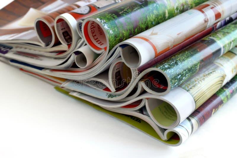Stapel van van luxetijdschriften op glanzend papier royalty-vrije stock fotografie
