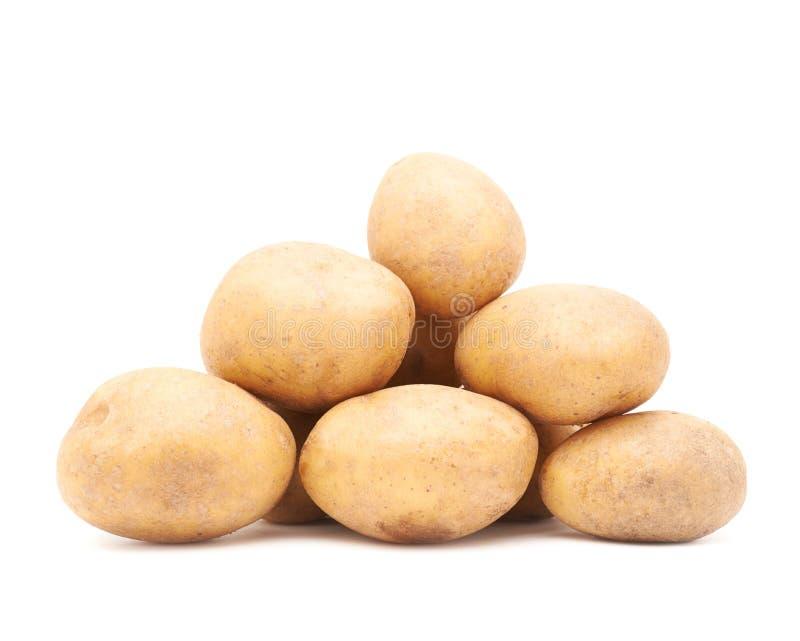 Stapel van veelvoudige geïsoleerde aardappels stock afbeeldingen
