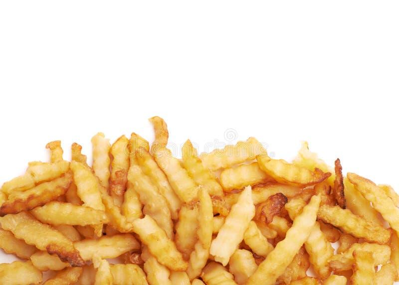 Stapel van veelvoudige golvende geïsoleerde frieten stock fotografie