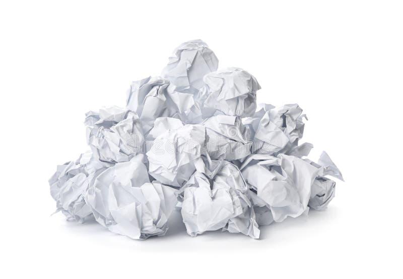 Stapel van verfrommelde geïsoleerde bladen van document stock afbeeldingen