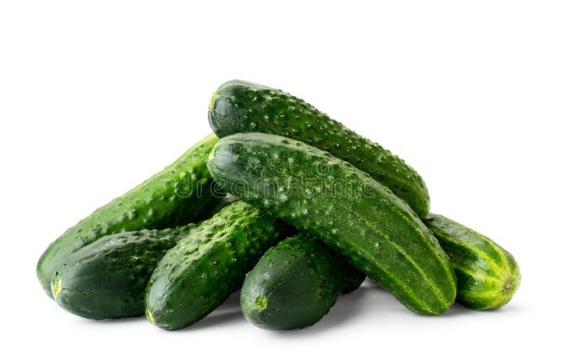 Stapel van vers rijp komkommersclose-up op een witte achtergrond Ge?soleerde stock fotografie