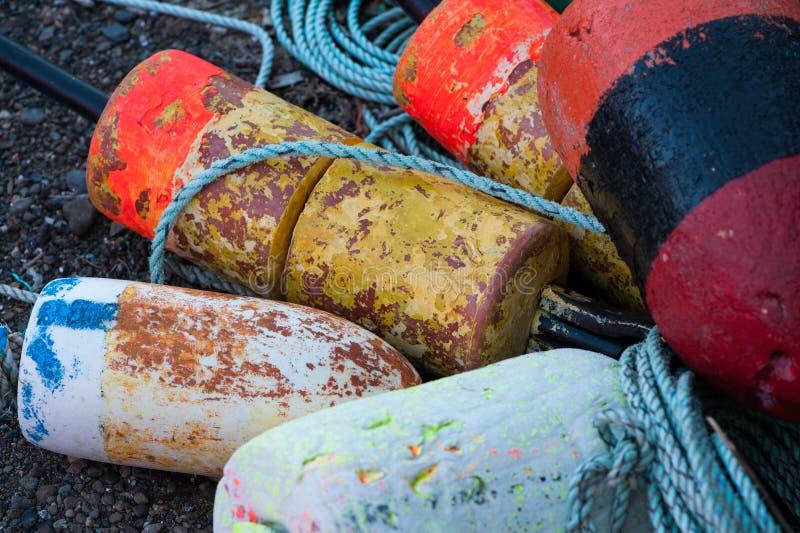 Stapel van zeekreeftboeien stock fotografie