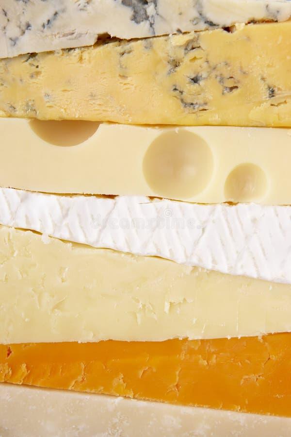Stapel verschiedene Käse lizenzfreie stockfotos