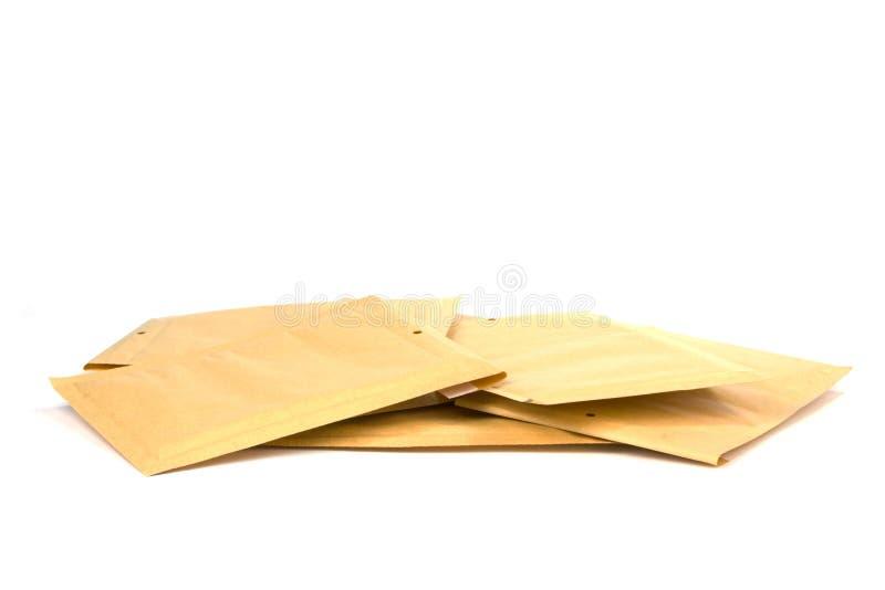 Stapel verschillende grootte bel gevoerde het verschepen of verpakkingsenveloppen stock afbeeldingen