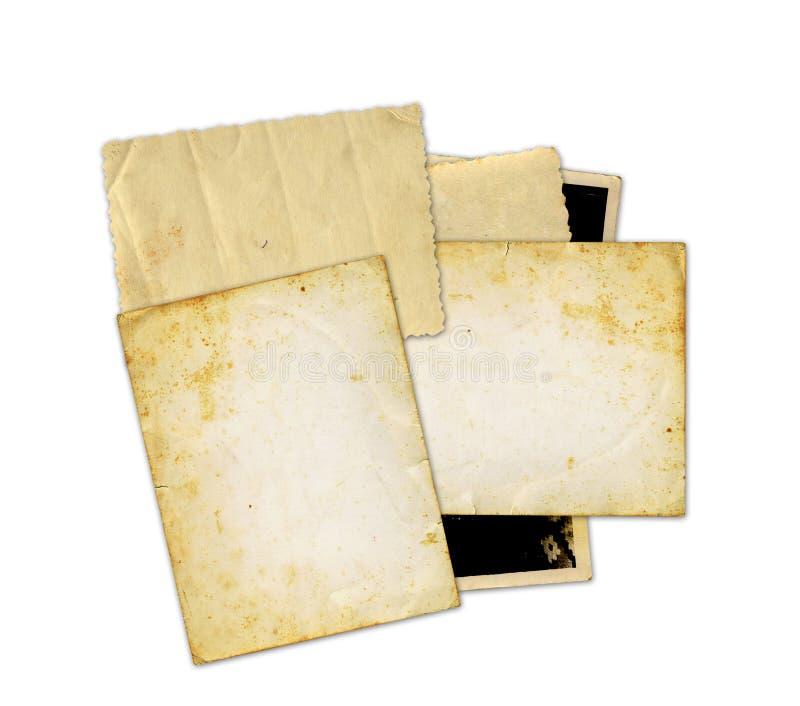 Stapel von alten Fotos und von Buchstaben stockbilder