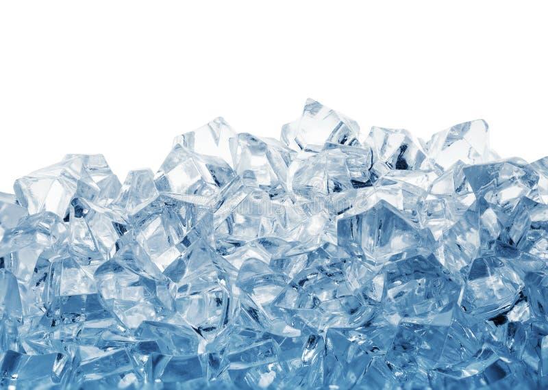 Stapel von den Eiswürfeln getont im Blau lizenzfreie stockfotografie