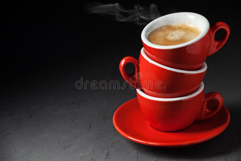 Stapel von drei Kaffeetassen lizenzfreie stockfotos
