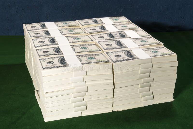 Stapel von eine Million US-Dollars in hundert Dollarbanknoten an lizenzfreie stockbilder