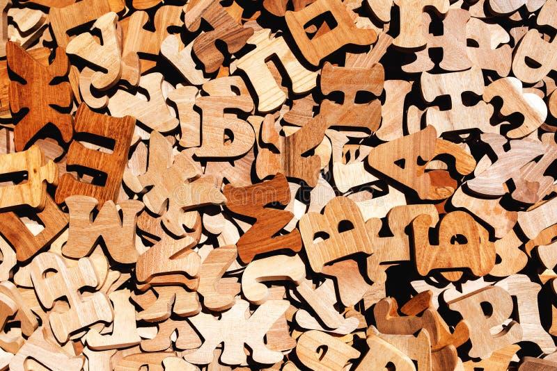 Stapel von hölzernen Buchstaben lizenzfreie stockbilder