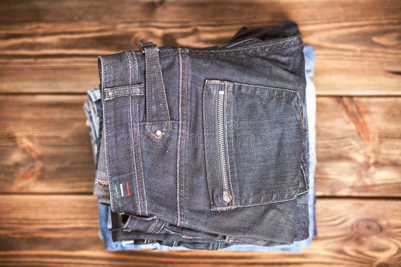 Stapel von Jeans lizenzfreies stockfoto