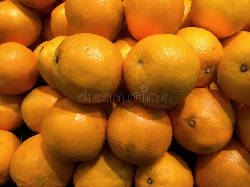 Stapel von Orangen stockfotos