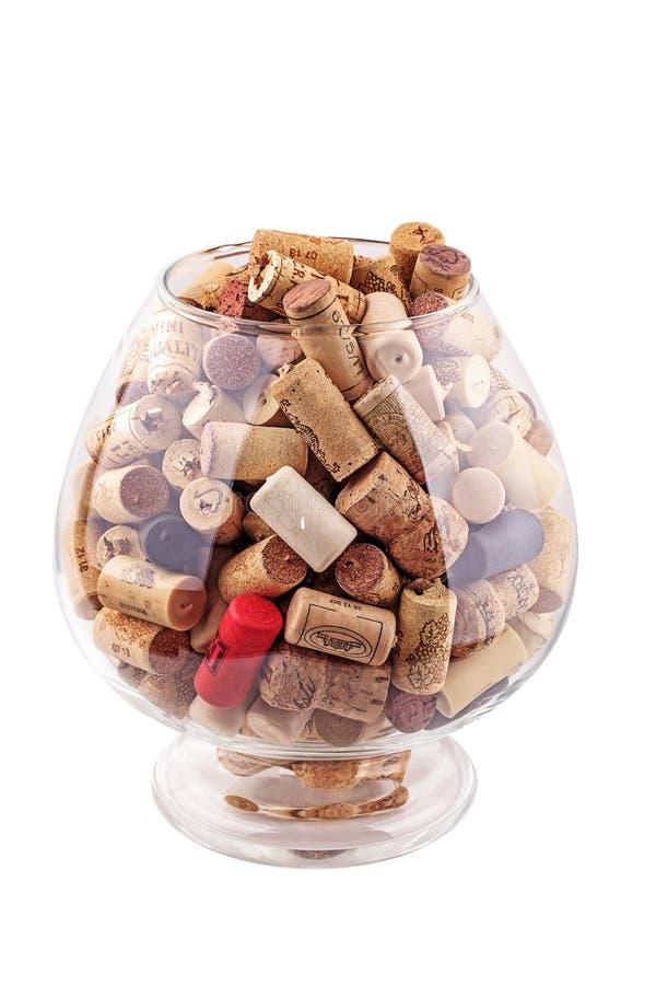 Stapel Weinkorken lokalisiert auf Weiß lizenzfreie stockfotos