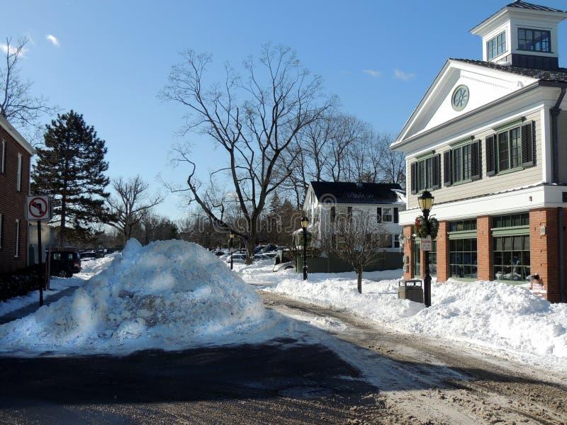 Stapels die van Sneeuw op Verwijdering in Darien, Connecticut wachten stock fotografie