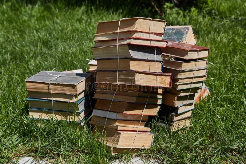 Stapels oude boeken royalty-vrije stock afbeeldingen