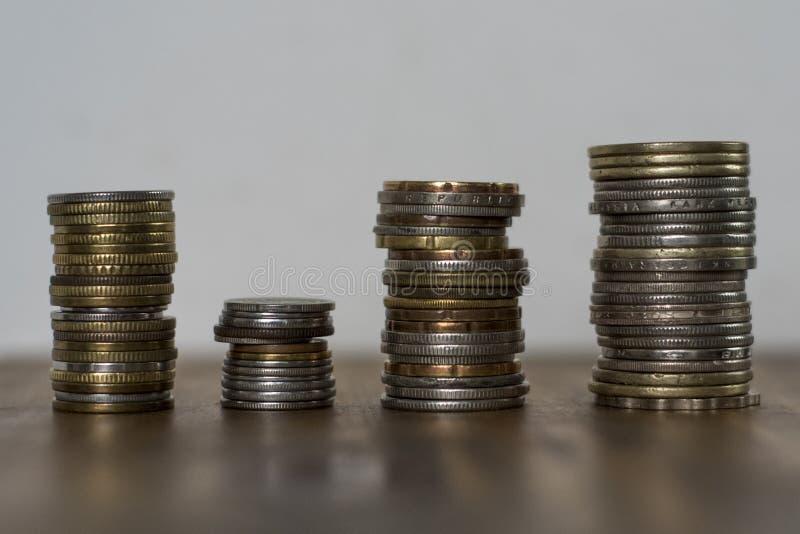 Stapels van Aziatische muntstukken