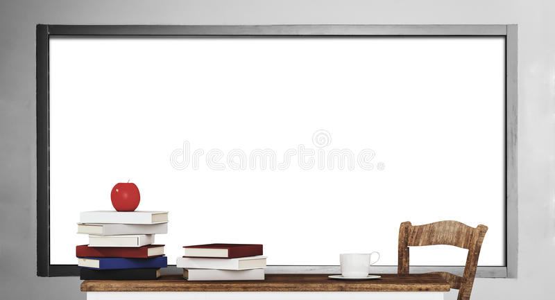 Stapels van boek op houten lijst met lege whiteboardachtergrond royalty-vrije illustratie