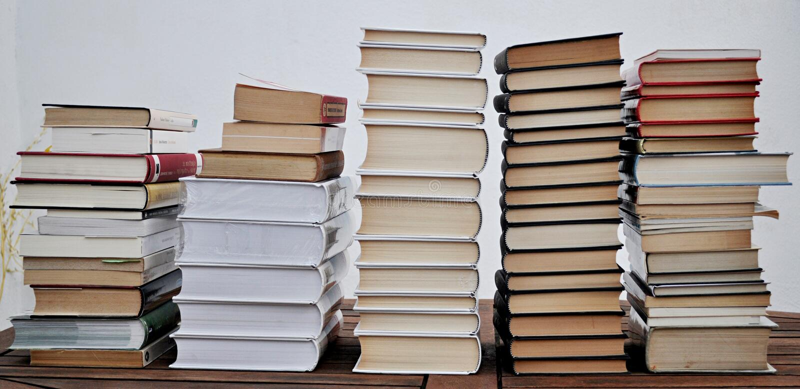Stapels van boeken stock foto's