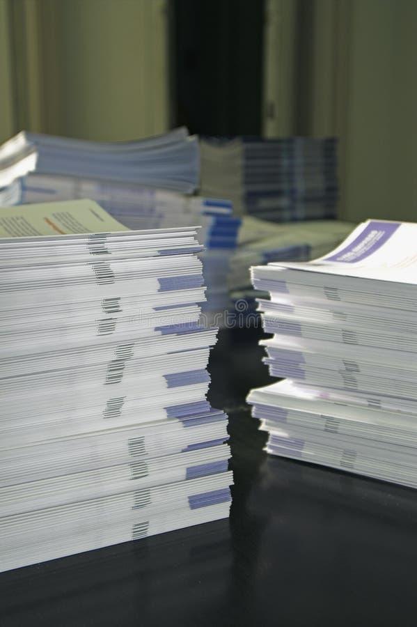 Stapels van folder royalty-vrije stock fotografie