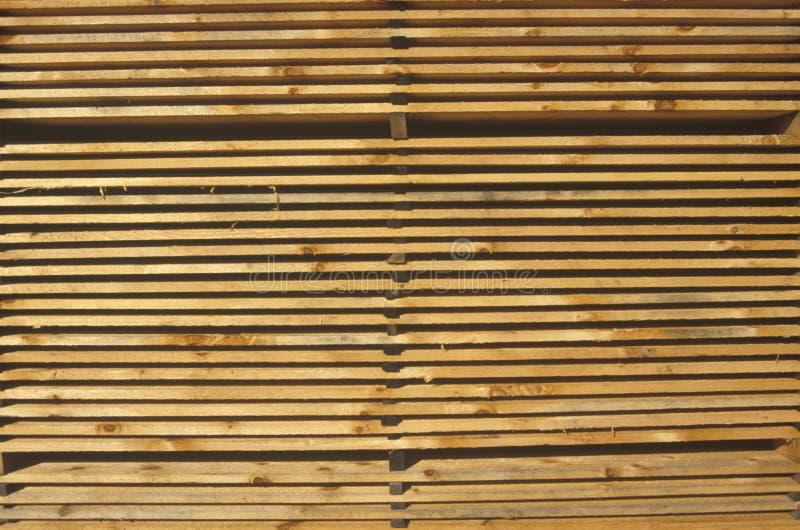 Stapels van hout in Grote Barrington, het timmerhoutwerf van Massachusetts stock afbeelding