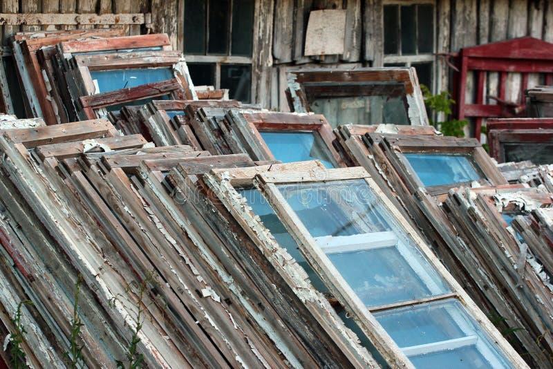 Stapels van oude houten kaders en vensters royalty-vrije stock foto