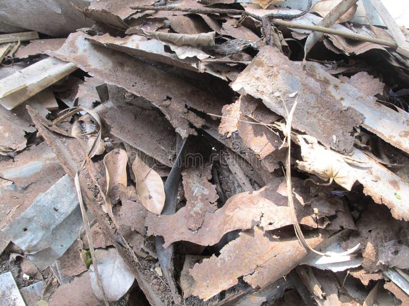 Stapels van oude metaalplaten, roestige staaltextuur stock foto's