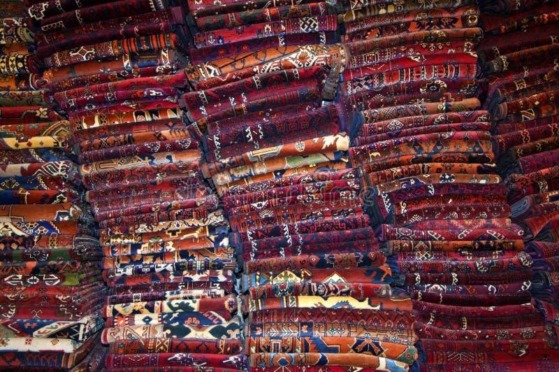 Stapels van tapijten stock fotografie