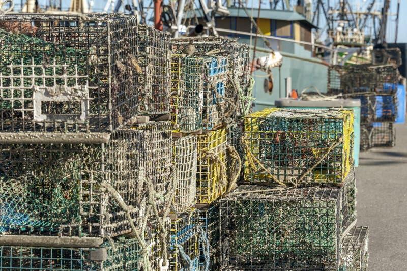 Stapels zeekreeftvallen stock fotografie
