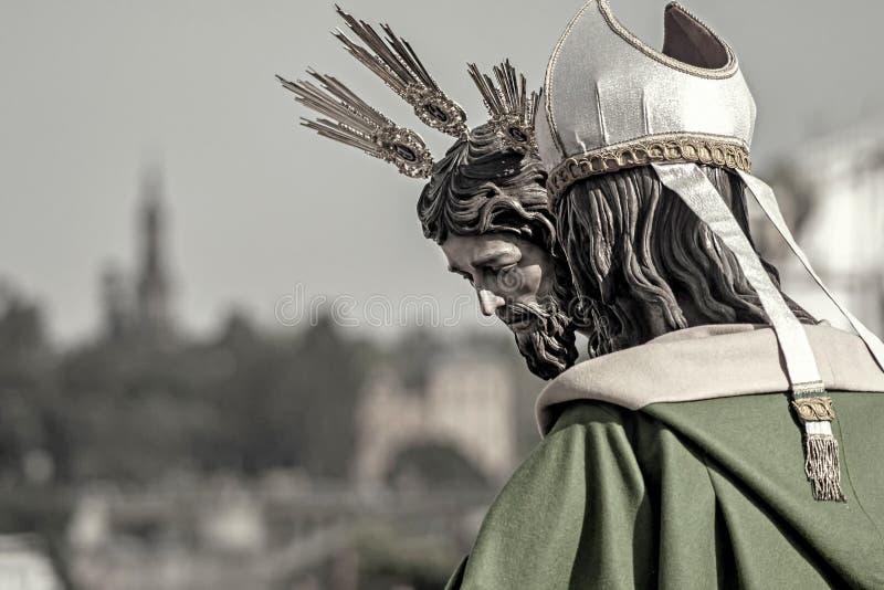 Stapgeheimzinnigheid van San Gonzalo door de Triana-Brug, Sevilla Pasen royalty-vrije stock foto