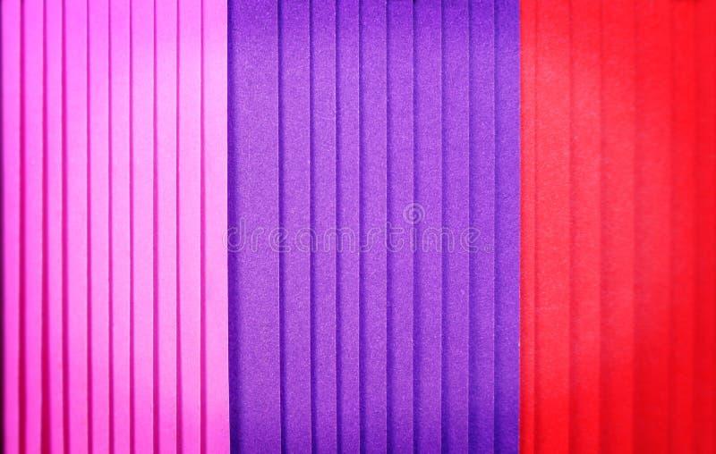 Stapla av åtskilliga lager av färgrik pappers- textur för bakgrund fotografering för bildbyråer