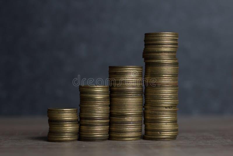 Stapla pengar som begreppet för framgång eller besparingar, arkivfoto
