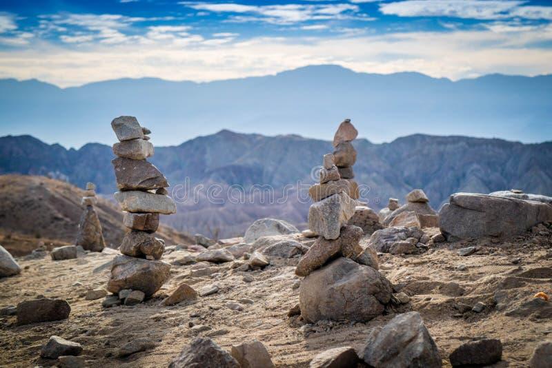 Stapla stenar i Mecca Hills Palm Spring, Kalifornien royaltyfria foton