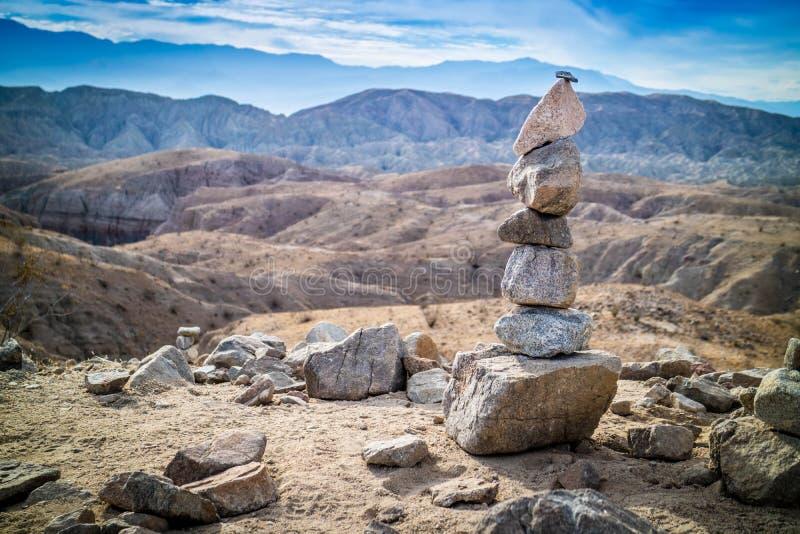 Stapla stenar i Mecca Hills Palm Spring, Kalifornien royaltyfri foto