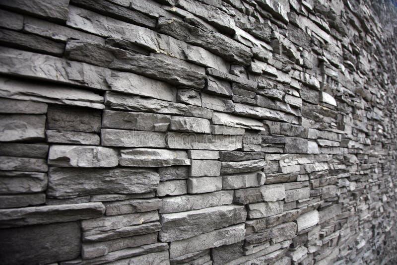 Staplad stenvägg med olika höjder royaltyfria bilder