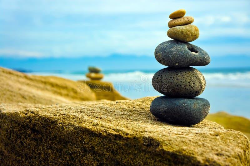 staplad zen för sten tillsammans arkivfoton