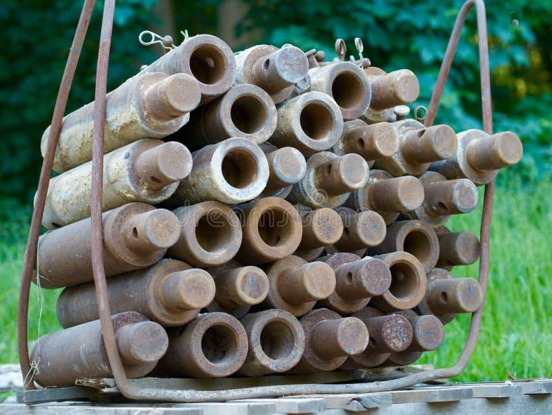 Staplade bultar för underjordiskt konstruktionsdike-foder royaltyfri bild