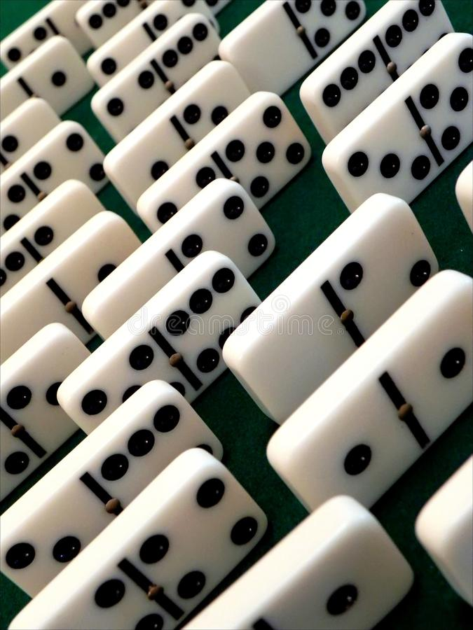 Staplade dominobrickakuber royaltyfri bild