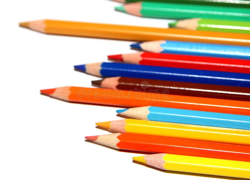 Staplade färgrika blyertspennor royaltyfria bilder