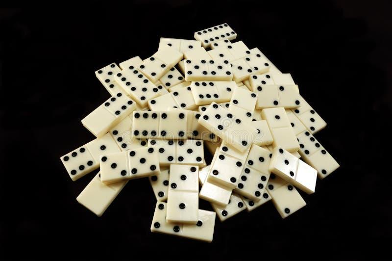 staplar det svarta domino för bakgrund white royaltyfri fotografi