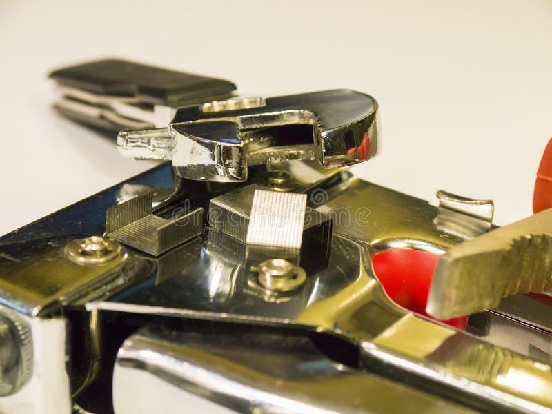 Stapler, πένσες, γαλλικό κλειδί σε ένα άσπρο υπόβαθρο στοκ εικόνες