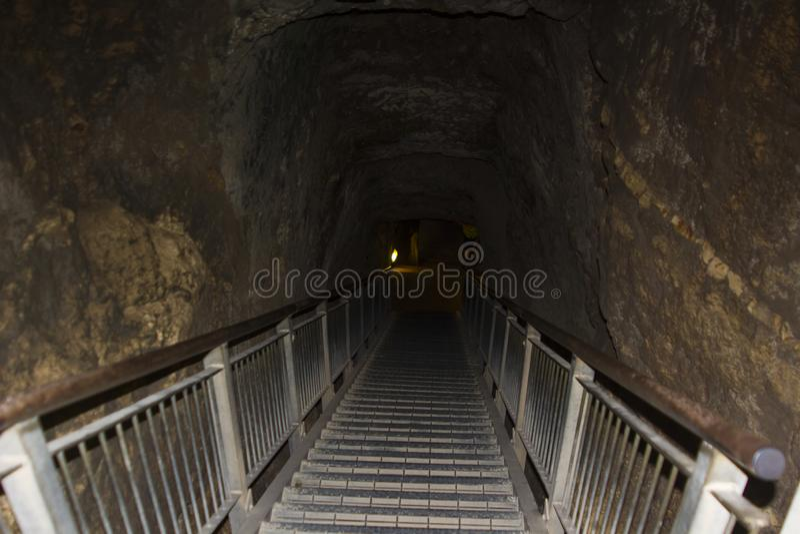 Stappen in de oude watertunnel bij Tel. Meggido Israël royalty-vrije stock afbeelding