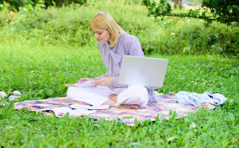 Stappen om freelance zaken te beginnen Het online of freelance concept van carrièreideeën Gids die freelance carrière beginnen Za royalty-vrije stock afbeeldingen