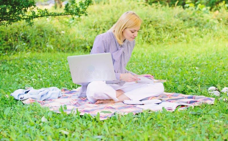 Stappen om freelance zaken te beginnen Het online of freelance concept van carrièreideeën Gids die freelance carrière beginnen Za royalty-vrije stock foto's