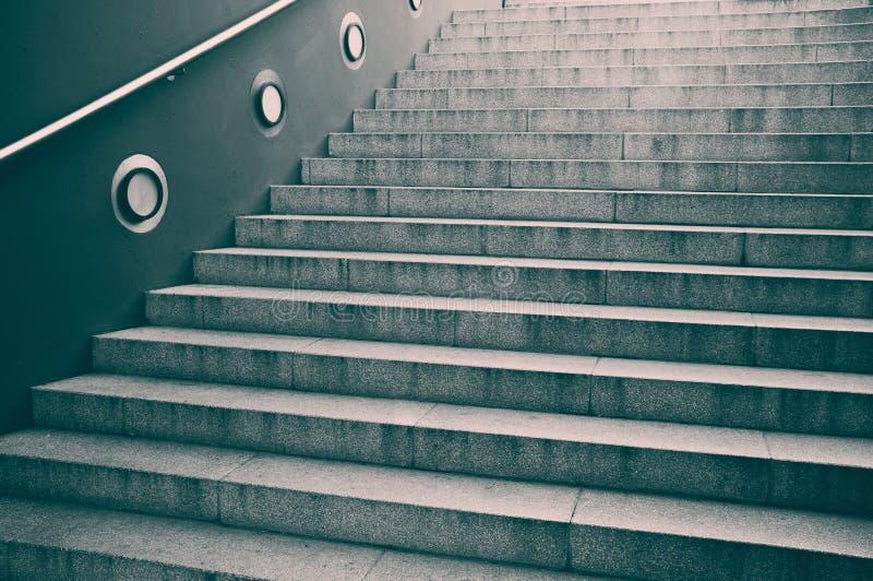 Stappen op een trap royalty-vrije stock afbeeldingen